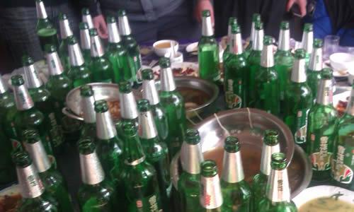 ktv喝酒瓶子_爱喝酒的父亲_2000字