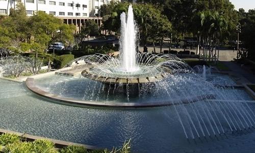 人教版四年级下册语文第一单元作文:校园的喷泉