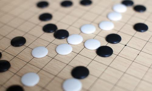 一下课,我们几个会玩五子棋的同学就展开了搏斗,先是李仁和邓陆军,李图片