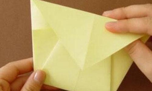 我先把长方形纸对折,变成小正方形