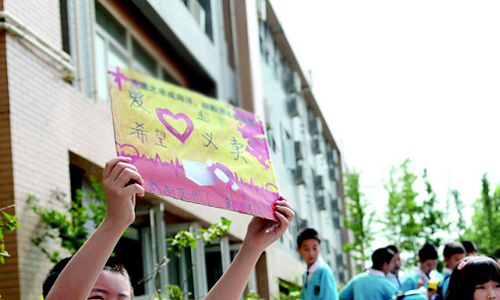 关于范文义卖的爱心作文初中英语调查报告图片