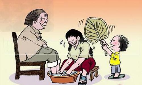 孝顺父母 千百年来,孝敬父母是中华民族的传统美德,父母是我们在这个世界上最亲的人,我们作为儿女的,都应该好好孝敬自己的父母。 小时候,都是爸爸妈妈为我做事,如穿衣服、吃饭、刷牙、洗脸等种种事情都在父母无微不至的关照下一点一点地做好。在那时,爸爸妈妈真的很辛苦,不但要照管好我的事,同时家务事也少不了,每天还要上班,生活非常的繁忙。 现在我长大了,慢慢谅解到了父母的辛苦,体会到他们对我无私的爱。他们每天的操劳、工作,我都看在眼里,记在心里。爸爸妈妈含辛茹苦地把我们养大,我们更是应当以滴水之恩,涌泉相报的精神