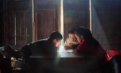 巡回放映关爱留守儿童的公益电影《马东的假期》