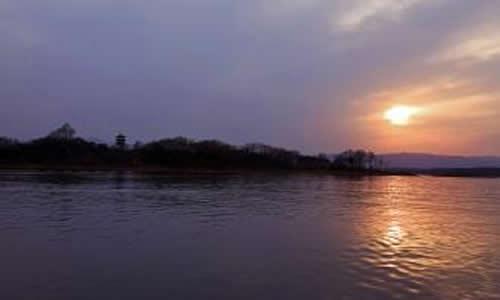 南湾湖风景区位于河南省信阳市西南5公里,总面积443平方公里,景区