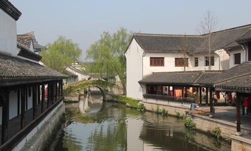 作文 话题作文 > 描写鲁镇的初中生作文   鲁镇位于浙江绍兴柯岩风景