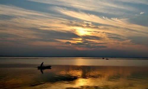 还有奠淮犀牛,洪泽湖东岸的著名水利风景区三河闸,老君遗踪,龟山晚眺