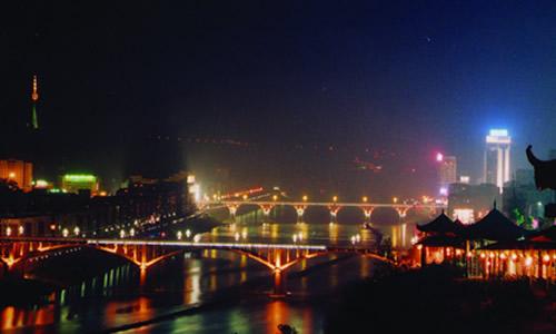 书通网 作文 话题作文 > 泸州特色作文   1酒城之美,醉在泸州 有一个