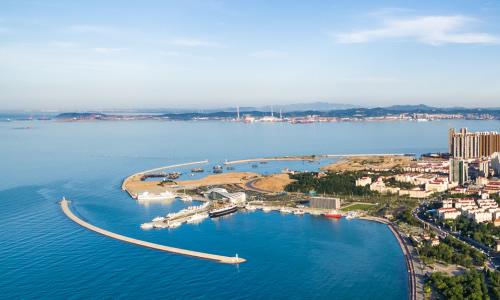 刘公岛东西长4.1公里,南北最宽1.5公里,面积是3.15平方公里.